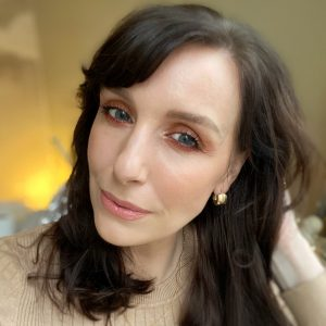 Matte smokey eye makeup using Zoeva eyeshadows