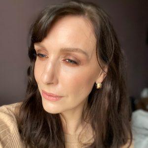 Purple smokey eye from Zoeva eyeshadow perfect Winter makeup idea look on a brunette fair skinned woman.