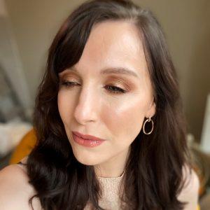 Golden smokey eye makeup on a brunette fair skinned woman using Zoeva eyeshadow