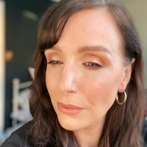 Bronze gold eyeshadow from the christmas party makeup palette from Bobbi Brown. The image is of a brunette woman with fair skin tone.