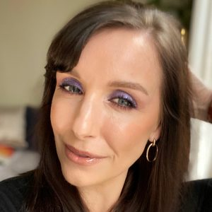 Christmas party makeup ideas using the Huda beauty glitter eye shadows! Worn by a fair skinned, brunette woman, this eye look is blue and sparkly.
