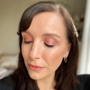 Simple glitter eye makeup from Huda Beauty Mercury Retrograde eyeshadow palette. Worn on a fair skinned woman with brunette hair.