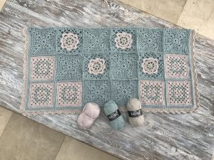Beautiful crochet granny squares blanket! Victorian lace, granny in the middle and flower square design with scallop edge.