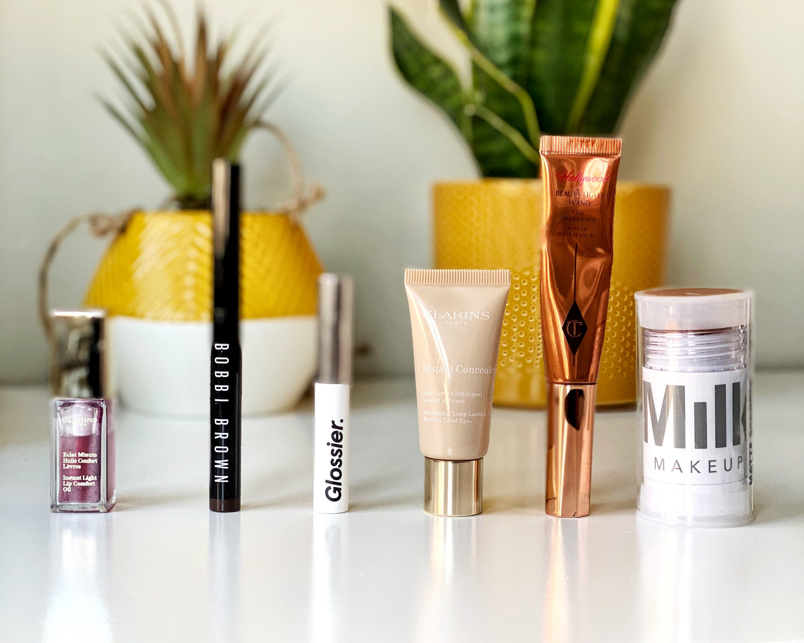 5 easy and quick makeup items for fool proof makeup! Claris, Bobbi Brown, Glossier, Clarins, Charlotte Tilbury and Milk makeup all take part in this post.