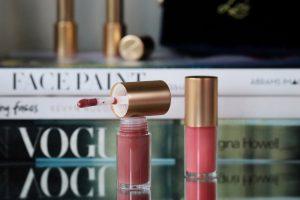 Lisa Eldridge Beauty Holiday 2020 Gloss Embrace lip gloss in 'muse' and 'go lightly'