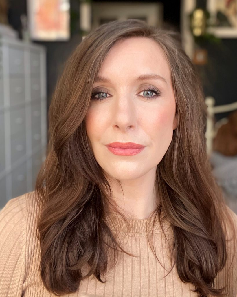 North ease beauty blogger and makeup artist Amy, looks directly at the camera in this image. Her hair is styled straight with a slight wave. Her makeup is natural but defined.