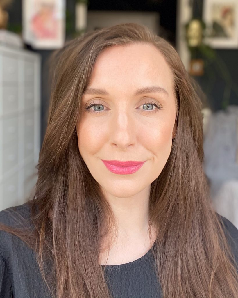 Amy, a makeup artist and beauty blogger with white skin and brunette hair wears the shade 001 Pomelip. It is a nude pink liquid lipstick fromL'occitane pressed fruity lipstick collection