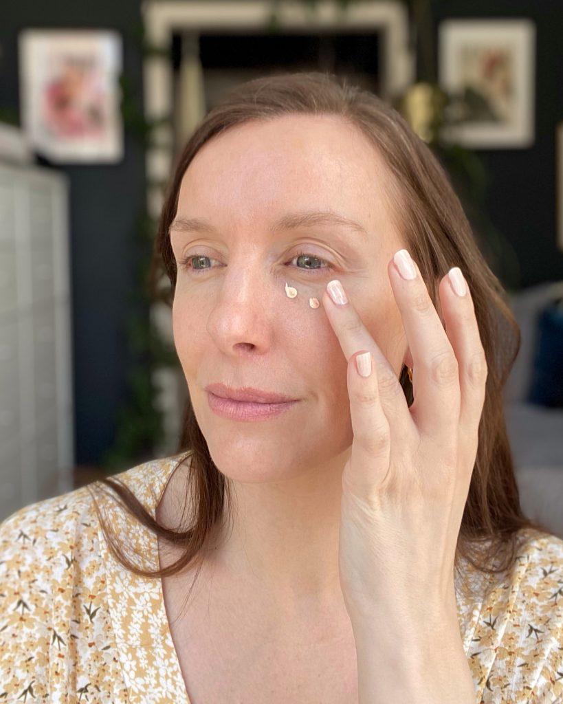Application of Fenty Beauty Eye Bright in Seashell