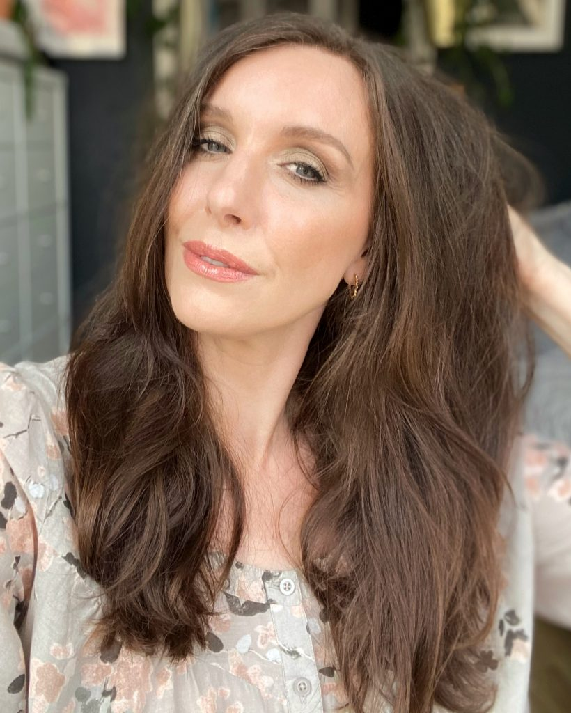 Amy a north east beauty blogger shows how the haircare from Colourway has improved her hair
